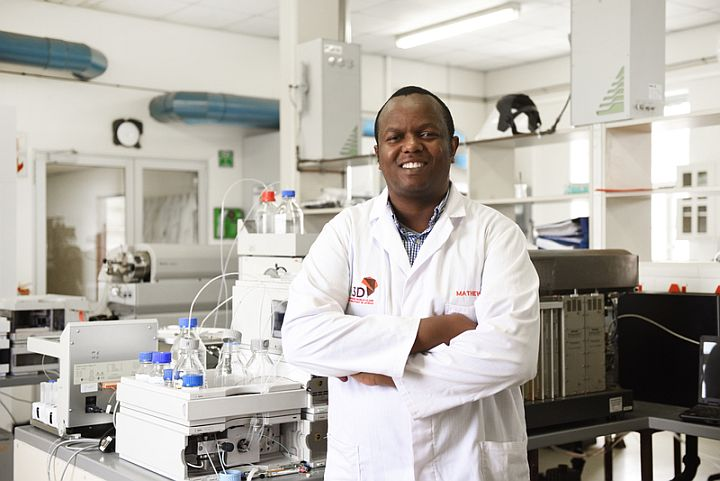 Dr Mathew Njoroge (H3D), in laboratory